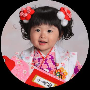 3歳の七五三で毎年一番人気のヘアスタイルは「ツインテール」!個性をプラスしつつ可愛く仕上げましょう