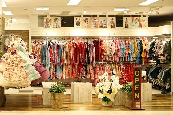 成人式、七五三、ブライダルまで素敵な衣装を豊富に取り揃えております♪お客様のご希望に添える衣装が見つかります♪